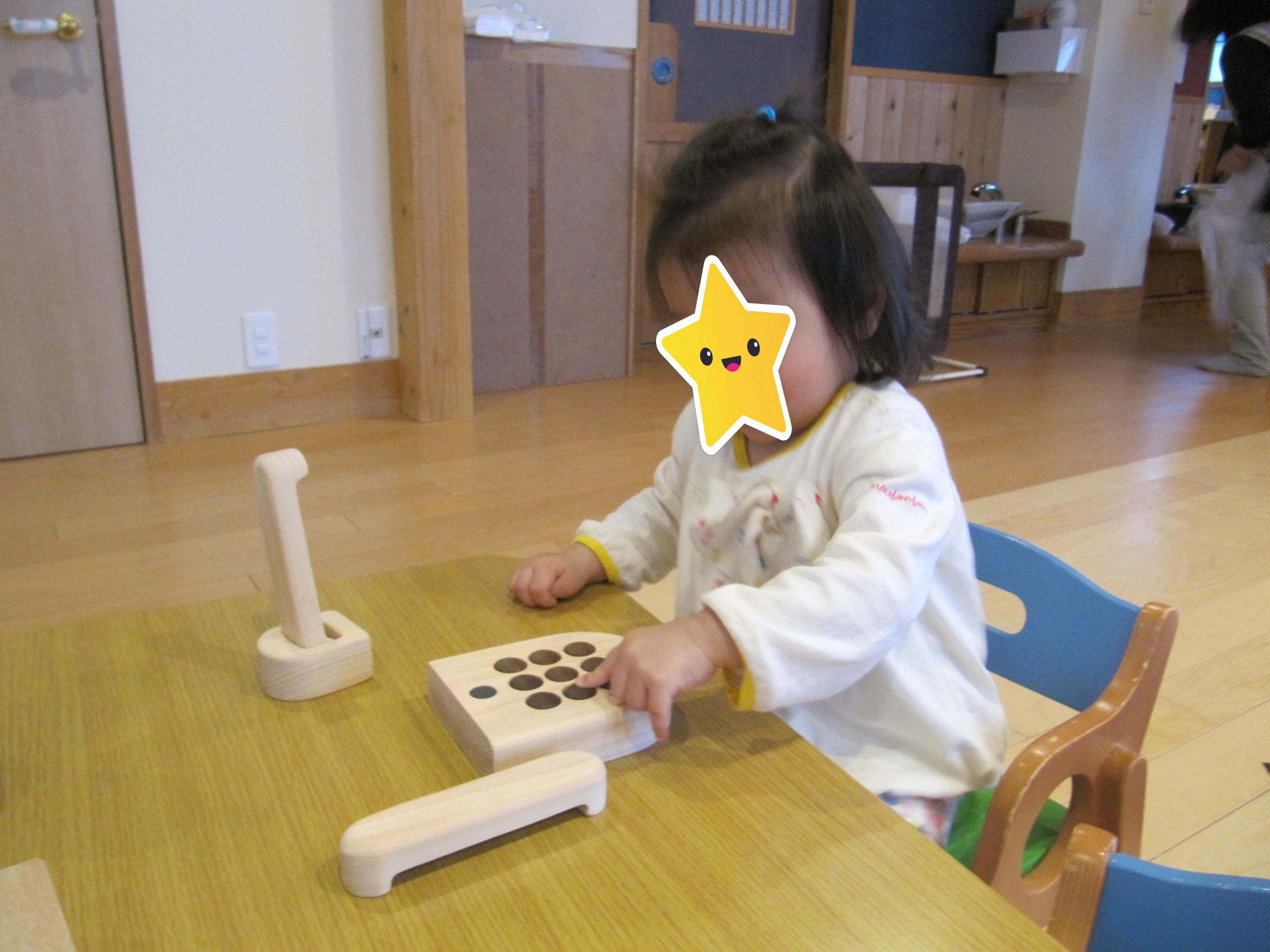 屯田園 くり組さん新しい木のおもちゃに興味津々😊
