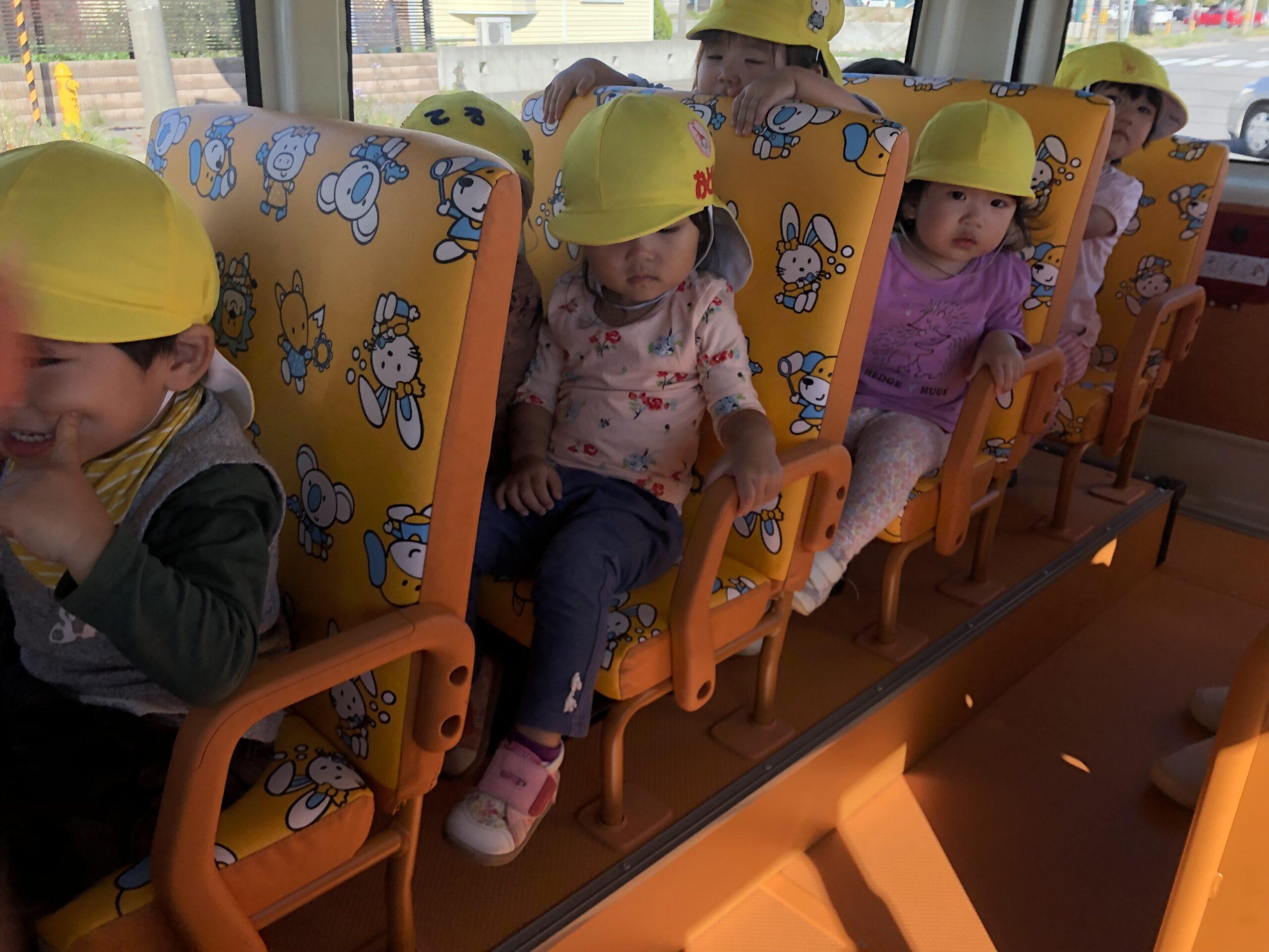 新川園 1歳児(くり組)も園バスで・・😚